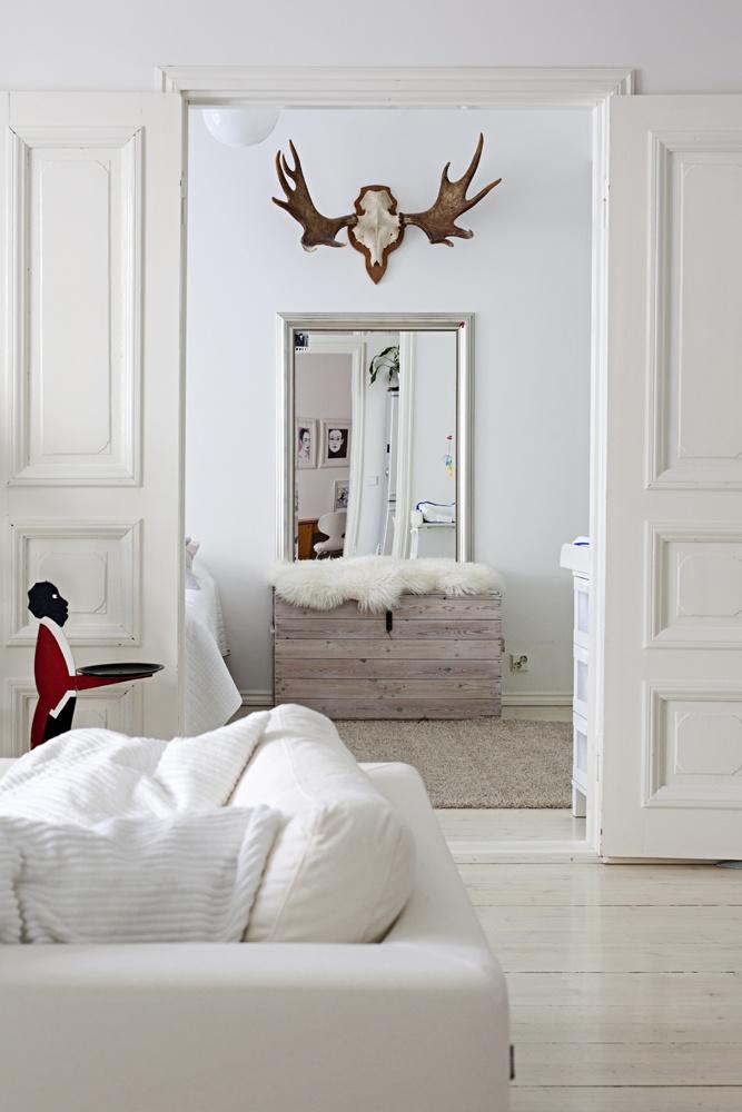 MRS JONES: Piritan kotona Kodin Kuvalehdessä | Peili, sarvet, laatikko, talja <3