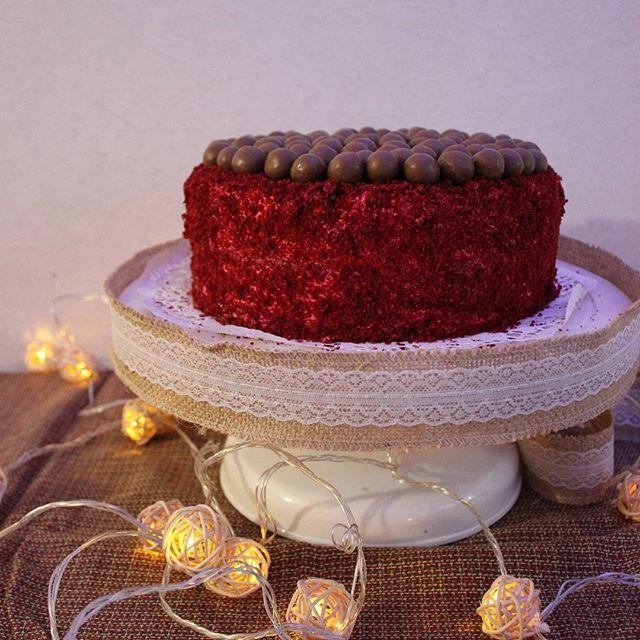 Red velvet christmas cake #cake#redvelvet#eating #tasty #tagsforlike #maltesers #yum #yummy #instacake#instafood #instago#pastry #photooftheday #dessertporn #dessert #delicious #foodstagram #foodgasm #food#foodporn #foodie #likeforlike #торт#десерт#еда#foods#red #Christmascake