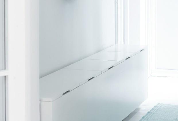 Entrébænken med god opbevaringsplads og siddemulighed fylder ikke meget i en smal entré. Et smukt og gennemtænkt møbel lige til at kopiere.