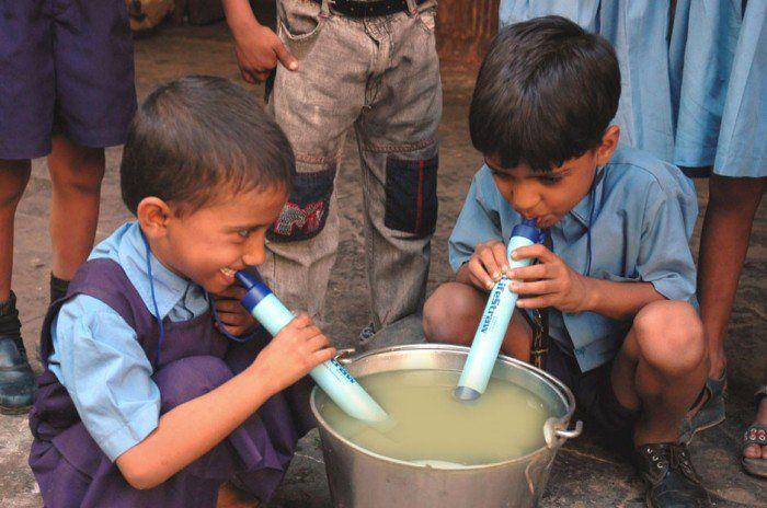 Nous, occidentaux, oublions trop souvent que l'eau potable est une denrée rare. En 2013, un rapport publié par l'OMS affirmait que 2,4 milliards d'humains n'y avaient pas acc&eg...