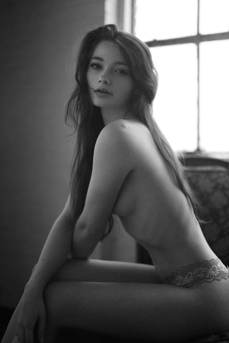 Erotic And Stunning Teen Beauty 37
