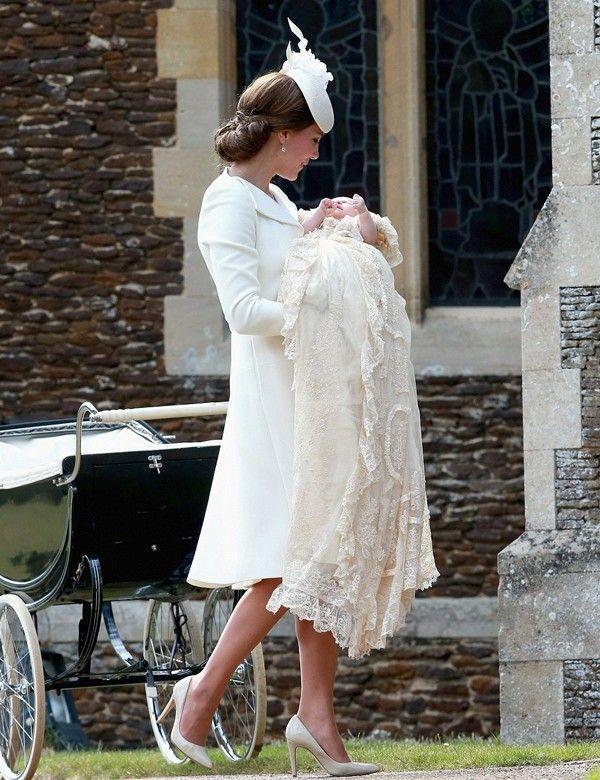Kate Middleton opta por Alexander McQueen para el bautizo de su hija