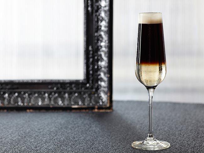 Guinness' classic Black Velvet Cocktail recipe~ Indulge yourself in ...