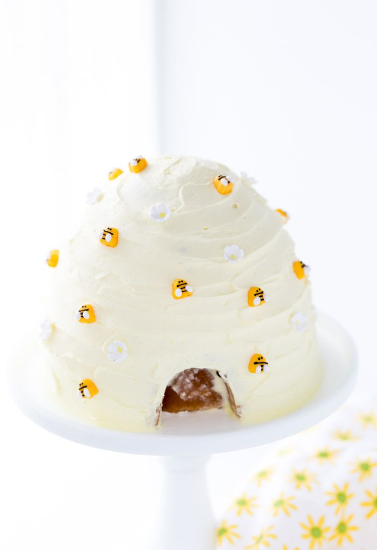This lemon honey beehive cake will be perfect for a bee-themed birthday party…: