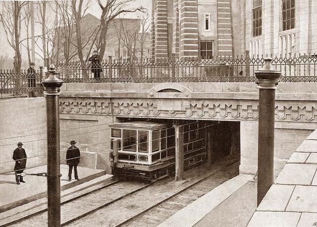 Az európai kontinensen, Budapesten építették meg az első földalatti vasutat, s ennek hatására készültek az amerikai subway-k.