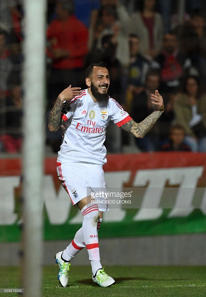 Benfica's Greek forward Konstantinos Mitroglou celebrates after scoring a goal during the Portuguese league football match CS Maritimo vs SLBenfica at the Do Maritimo stadium in Funchal on May 8, 2016. / AFP / FRANCISCO