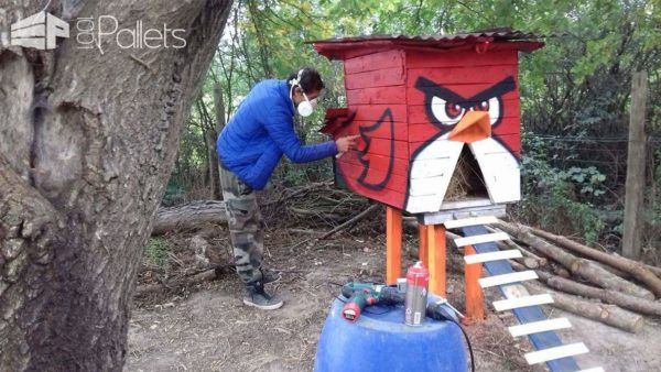 Terrific Angry Bird Chicken Coop/Poulailler Anti Renard Angry Birds