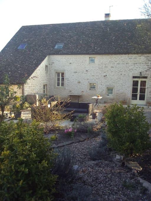 Regardez ce logement incroyable sur Airbnb : Petit gite de charme proche BEAUNE - Maisons à louer à Ladoix-Serrigny