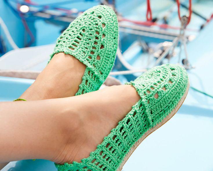 Eine Anleitung für gehäkelte Espadrilles, die Alternative zu Flip-Flops und Sandalen, mit der ihr eurem Sommer-Outfit einen unverwechselbaren Touch gebt.
