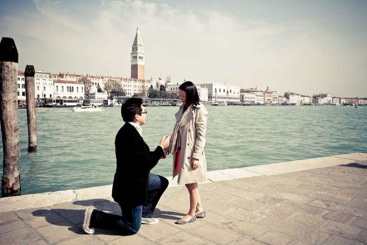 romantic photo session|Venice engagement photo shoot Venice has a secret beauty in winter, has many advantages as getting romantic photo portraits.
