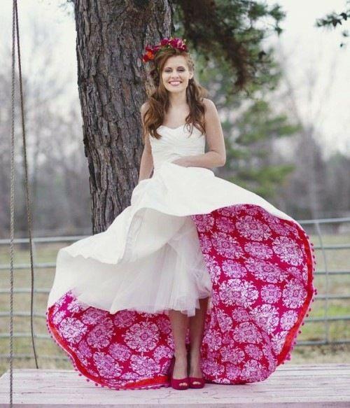 modèle de robe de mariée en blanc et rouge