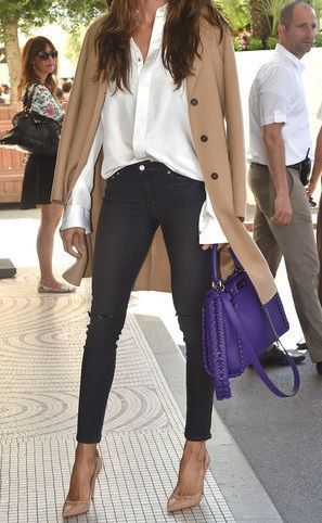White shirt, black jeans, nude coat and pumps and a purple bag – Miladies.net