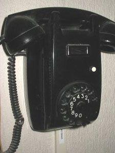 De bakelieten telefoon met draaischijf