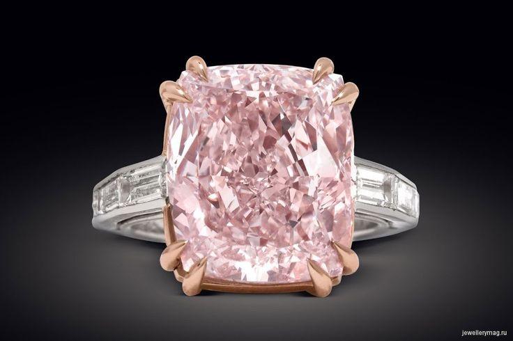 6 самых впечатляющих колец с розовыми бриллиантами