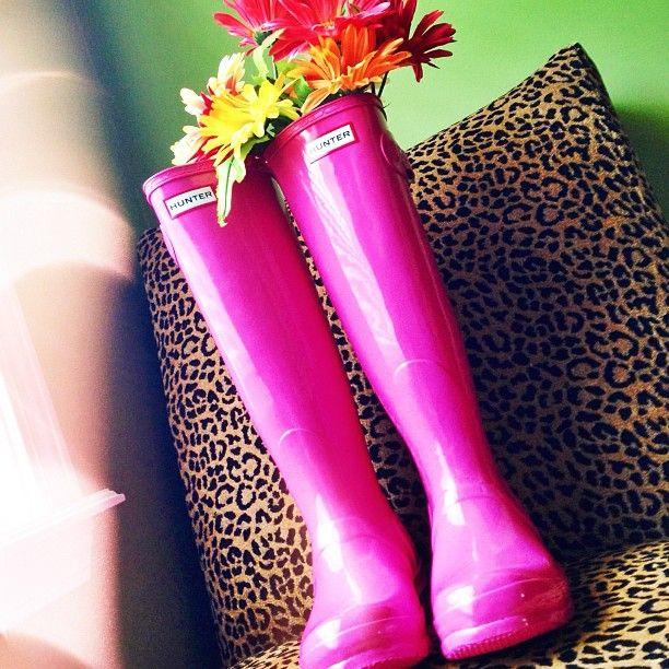 Hot Pink Hunters. Gli stivali di questo colore sono utili anche per andare in campagna nel periodo della caccia, in questo modo si è ben visibili. Fermo restando che per me la caccia dovrebbe essere abolita, odio il pensiero di non poter camminare tranquilla tra la natura perché qualcuno ti può impallinare. Ci sono così tanti animali d'allevamento che non c'è bisogno di ucciderne altri.