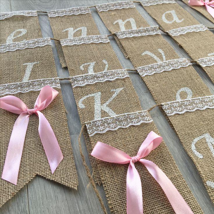 Jute slinger met roze strikken en sierlijke letters | Zelf samenstellen | Naamslinger | Geboorteslinger