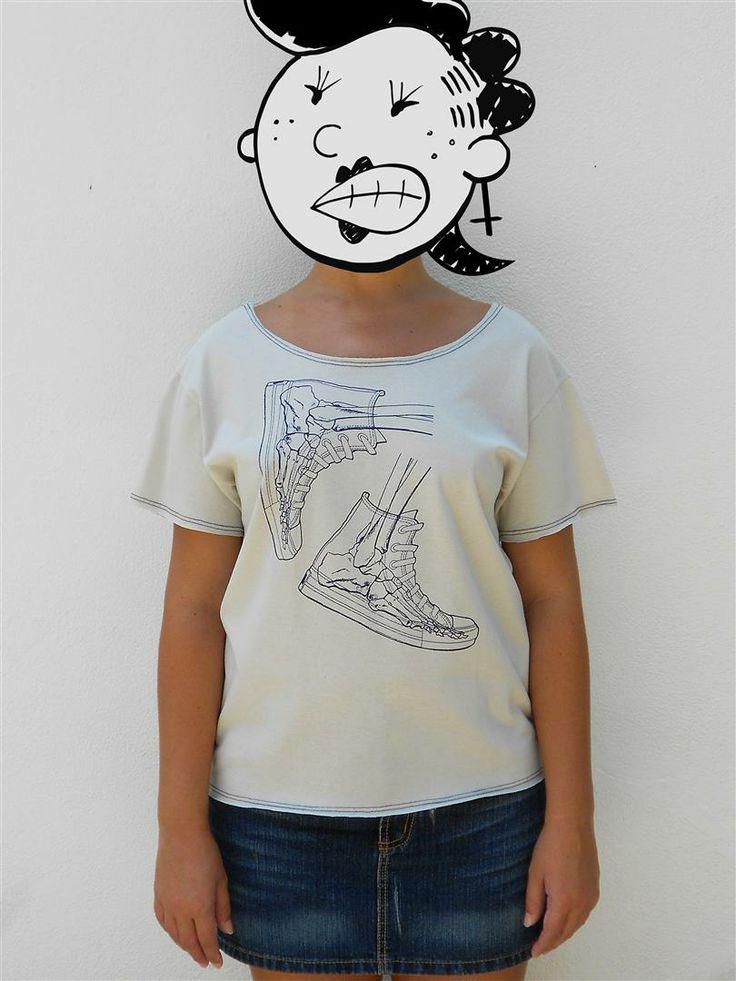 http://www.agentestampa.iluria.com  -Estampa 'BONESNEAKERS' -Camiseta feminina -Tamanho ÚNICO -Modelagem 't-shirt básica' -Decote careca -Composição do tecido: 100% algodão -Aparência do tecido: liso