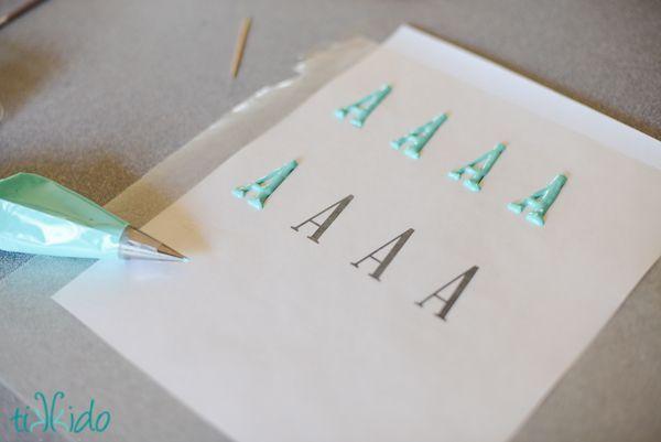 Cake Decorating Piping Letters : Best 20+ Fondant Letters ideas on Pinterest Fondant ...