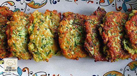 Low Carb Rezept für leckere Low-Carb Zucchini-Puffer. Wenig Kohlenhydrate und einfach zum Nachkochen. Super für Diät/zum Abnehmen.