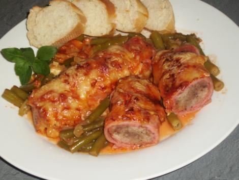 Überbackene Schinken-Hack-Röllchen in Tomaten-Sahne-Sauce #Rezept