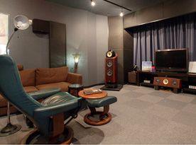 【SUUMO】ミニシアターで映画三昧、愛車と同じ空間で過ごせる…… 男のロマンが叶った家Case2 注文住宅お役立ち記事