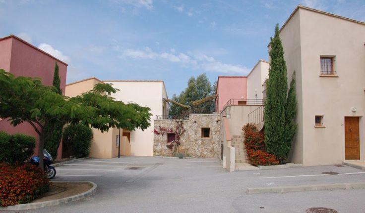 Vakantiehuis in Belgodere (Territoriale collectiviteit Corsica) Het dorp Belgodère ligt in het hart van de Balagne, tussen l'Ile Rousse en Saint Florent. Belgodère is vooral het prachtige strand van Lozari, maar ook de Tour Carree, het kasteel en de ontdekking van