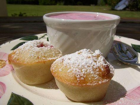 Heerlijke zomerse frambozen muffins met kleine stukjes witte chocolade!