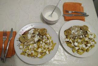 Daniele: Macrou cu cartofi la cuptor si sos de iaurt  https://daniela-florentina.blogspot.ro/2017/11/macrou-cu-cartofi-la-cuptor-si-sos-de.html  #cartofi, #macrou, #mancarelacuptor, #mancaresanatoasa, #peste, #sosdeiaurt