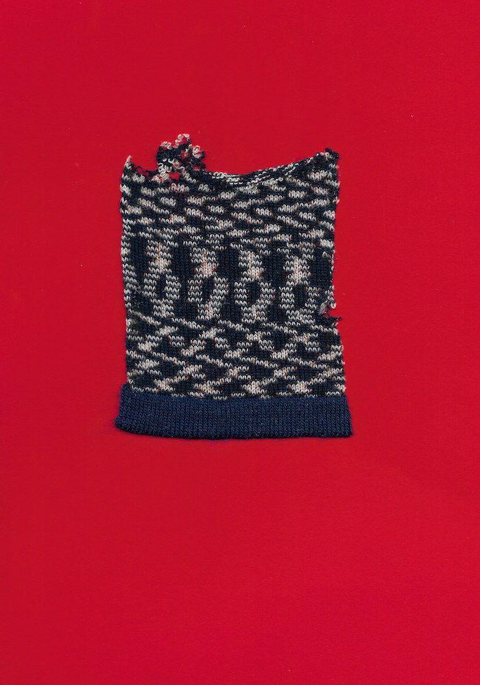 http://elinalaitinen.fi/ Knitwear sample by Elina Laitinen