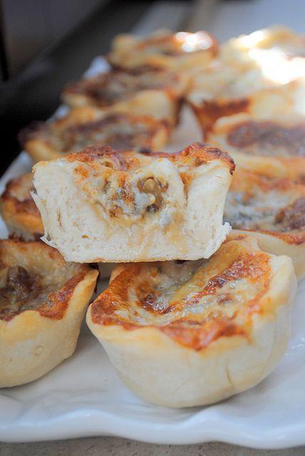 cestini di pane con gorgonzola e noci 007 by Pane al pane Vino al vino, via Flickr