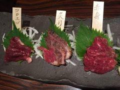 博多魚鮮水産の馬刺し三種盛りふたえごと炙りと赤身を一度に味わえます 美味しいー  tags[福岡県]