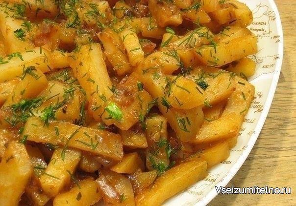 """Вкусная картошка в мультиварке на режиме """"Выпечка"""".  Продолжаю наслаждаться таким удобным кухонным девайсом, как мультиварка. На этот раз предлагаю очень вкусную и нежную по структуре картошку с луком, приготовленную на режиме """"Выпечка"""". Мой муж в восторге от такой еды, потому что любит """"луковую"""" картошку. Я с ним соглашаюсь - в последнее время и меня на подобные сочетания потянуло, хотя раньше я не любила блюда с насыщенным ароматом и вкусом лука. Рецепт легкий, а возможность приготовления…"""