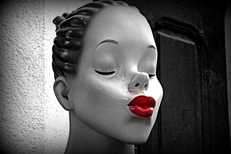 kiss to him by Helena Lagartinho on 500px