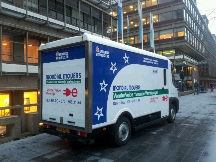 Volledig elektrische Modec als verhuiswagen voor Mondial Van der Velde 't Veentje Verhuizingen in Den Haag