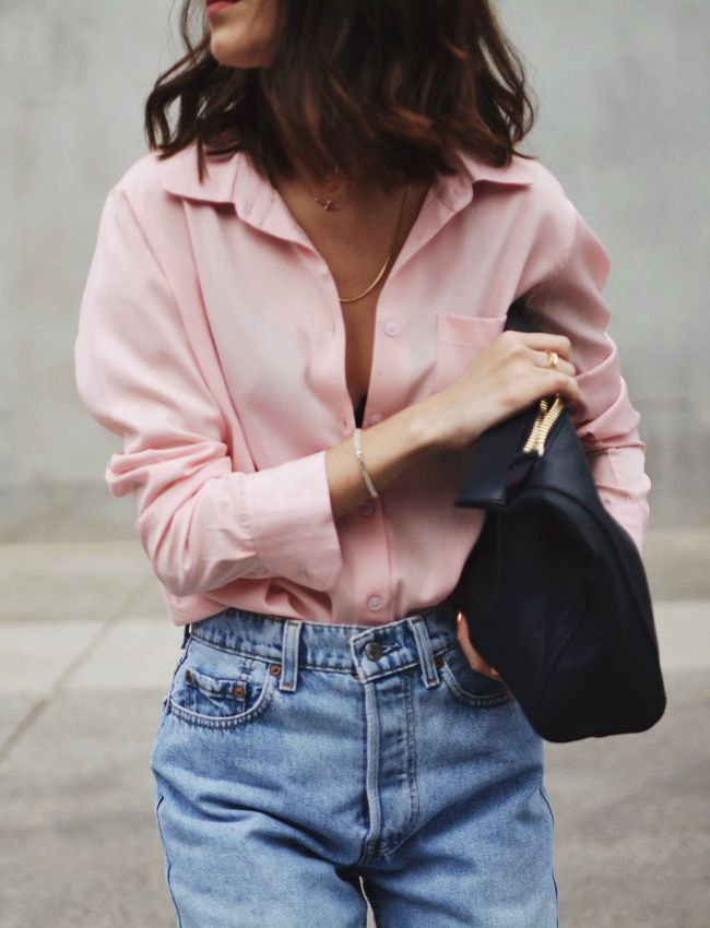 Awesome cool Street Style: Pink shirt + faded mom jeans = the right mix …