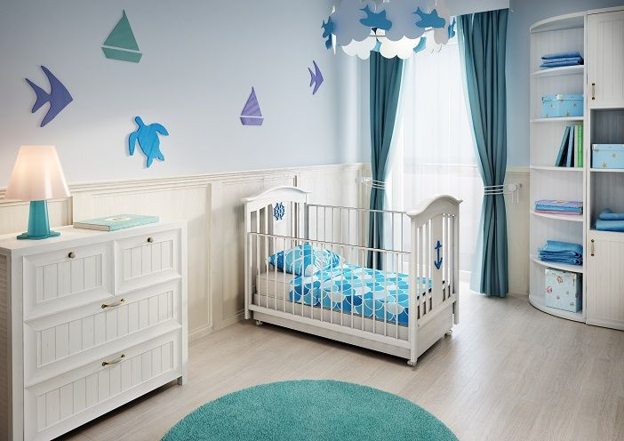 Kapitańska 35 Gdynia Przykładowa aranżacja pokoju dziecięcego. Urokliwe białe mebelki, wzbogacone o błękitne i turkusowe dodatki tworzą przytulną przestrzeń dla małego odkrywcy. BMC Budujemy Twoje marzenia