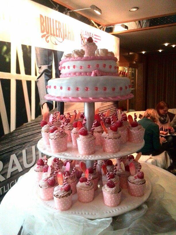 Süße Versuchung - Hochzeitstorte und Cupcakes