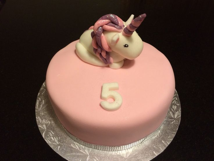 My first commission, unicorn cake.
