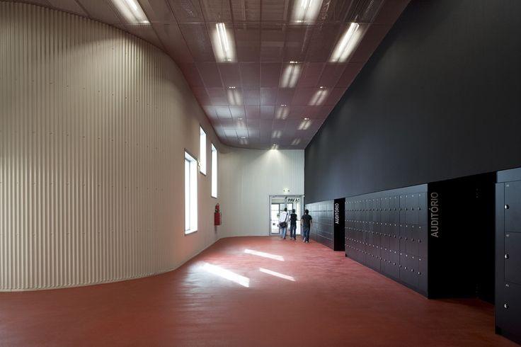 D. Dinis Secondary School,© Leonardo Finotti