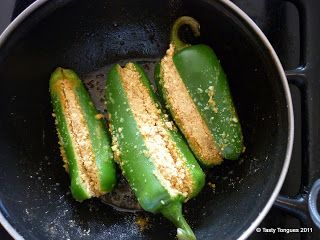 Tasty Tongues - food blog of easy recipes, marathi food, indian cooking, desserts,: Stuffed Jalapenos.(भरलेली मिरची)