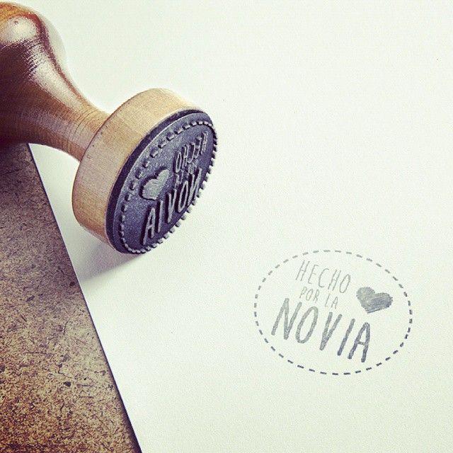 Invitaciones de boda con diseños graficos. Mas en http://www.diariodeunanovia.es #invitaciones #bodas #diariodeunanovia #sellos
