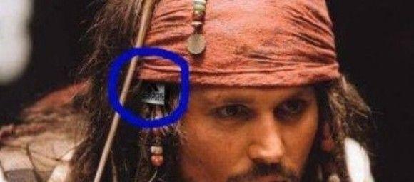 あれ…ジャック船長の衣装からアディダスのタグが? ハリウッド映画の衝撃うっかりミス21連発!
