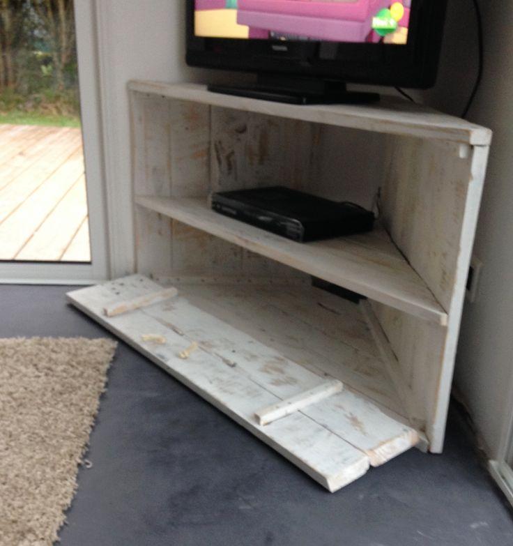 Les 25 meilleures id es de la cat gorie meuble tv angle for Meuble tele pour chambre