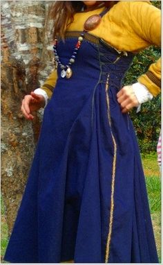 Viking Apron dress 2012 - looks to be based of the hedeby find since it has a braid trim over the side seam but it's very interesting to see side lacing done over the top of the dress to help the dress look more fitted.