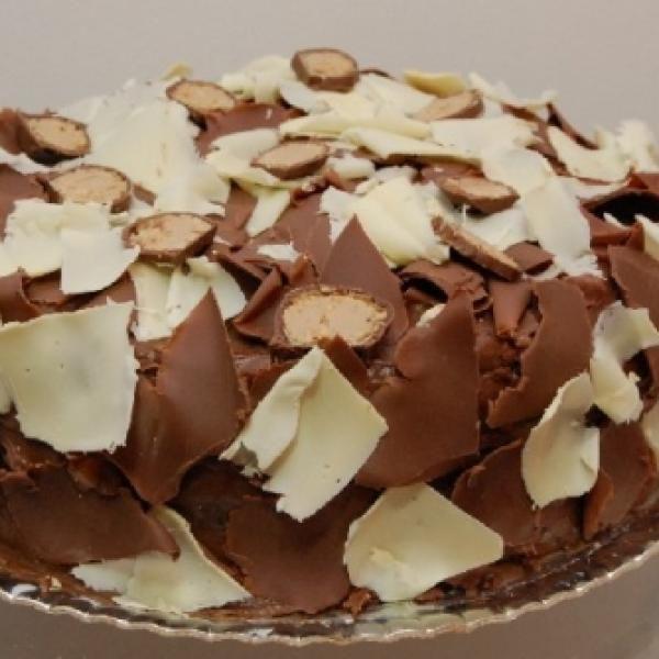 Receita de Bolo gelado de sonho de valsa - 1 xícara (chá) de Óleo de soja, 4 unidades de ovo, 2 xícaras (chá) de açúcar, 1 xícara (chá) de chocolate em pó,...