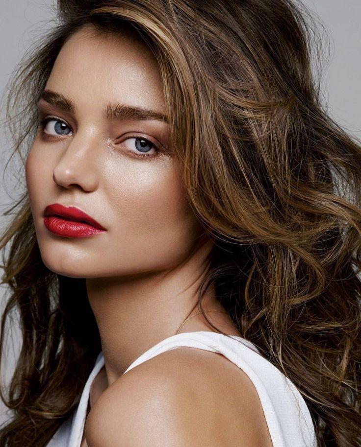 К счастью, в нашу жизнь постепенно входит мода не только на натуральные продукты, косметические средства, но и на натуральный макияж. Все больше визажистов склоняются к использованию новой тенденции в макияже - стробингу.