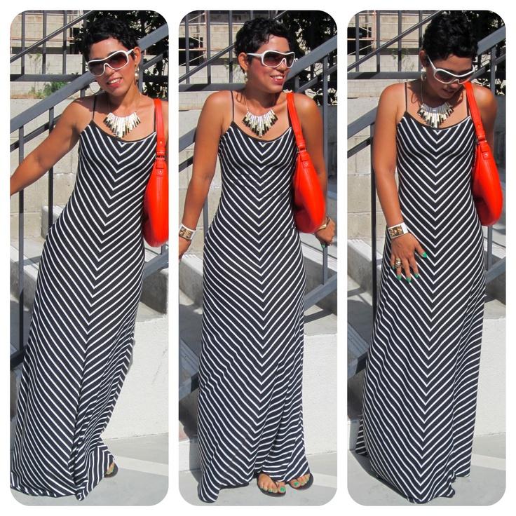 robe noire et blanche+sandales noires+sac orange+lunettes et accessoires