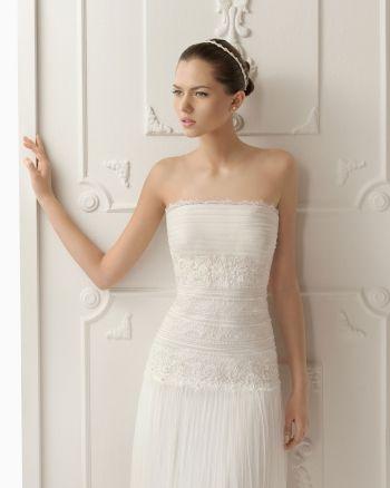 Прямое простое длинное свадебное платье шлейф с открытой спиной