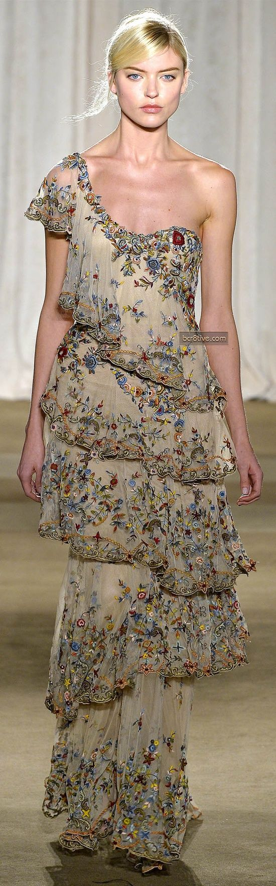 simple, unteired, two sleeves....Marchesa – Fall-Winter 2013, New York Fashion Week