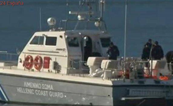 Guardacostas griegos disparan contra un carguero de bandera turca